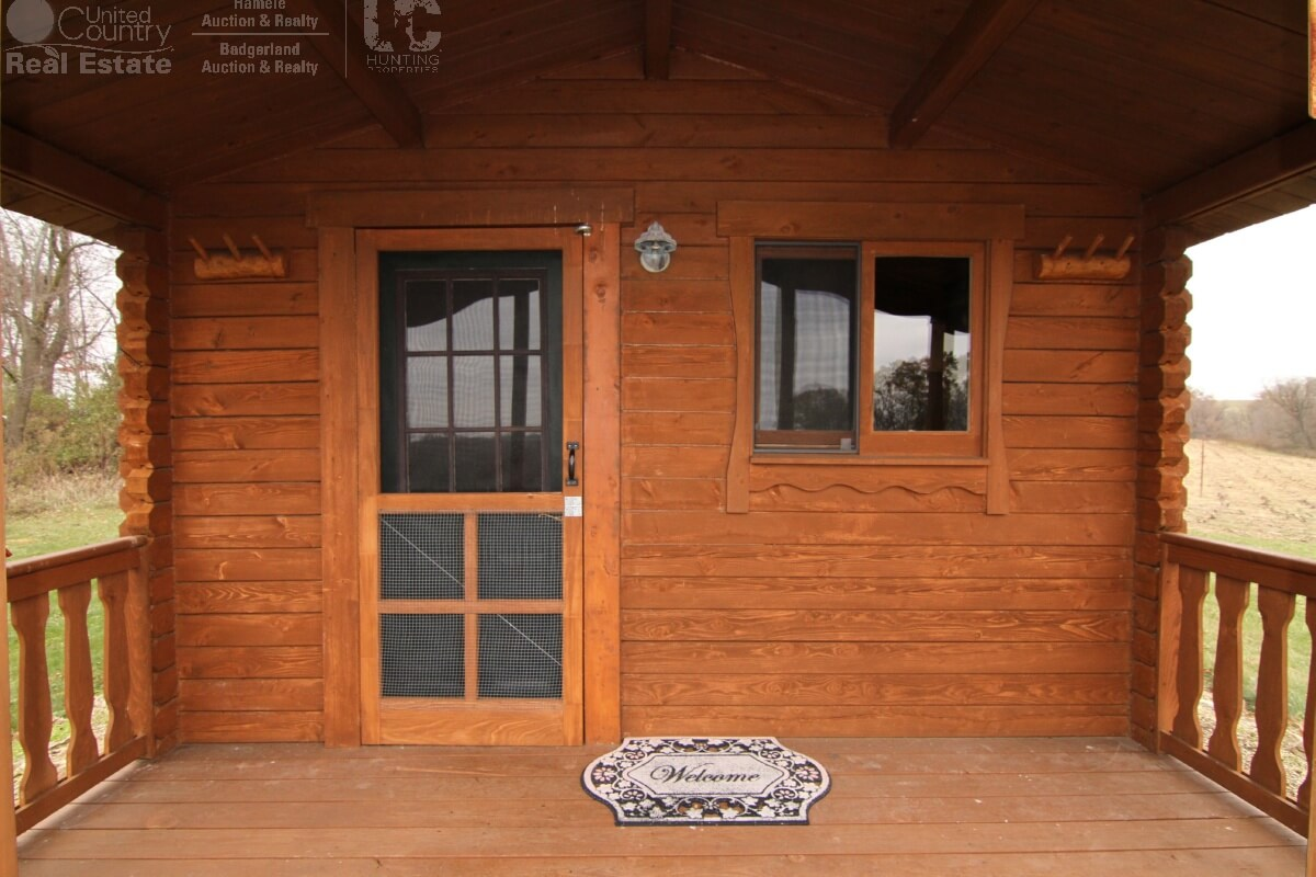 extraordinary hunting camp in southwestern wisconsin united