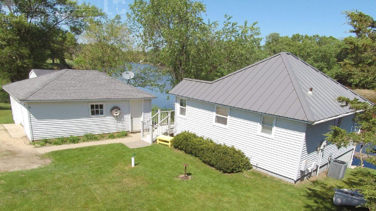 Beautiful Turnkey Waterfront Home In Columbia County Wi