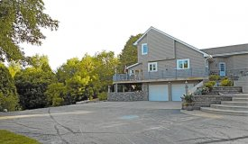 Private Estate on 4 Acres in Ozaukee County