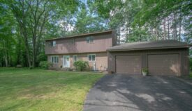 Spacious 2-story home in Rothschild WI
